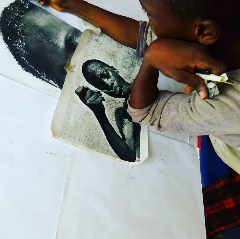 11 Yaşındaki Nijeryalı Ressam Waspa, Çizimleriyle Tüm Dünyanın Dikkatini Çekmeyi Başardı