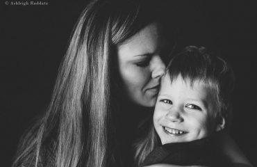 Otizmli Oğlunun Büyüme Sürecini Fotoğraflayan Anne