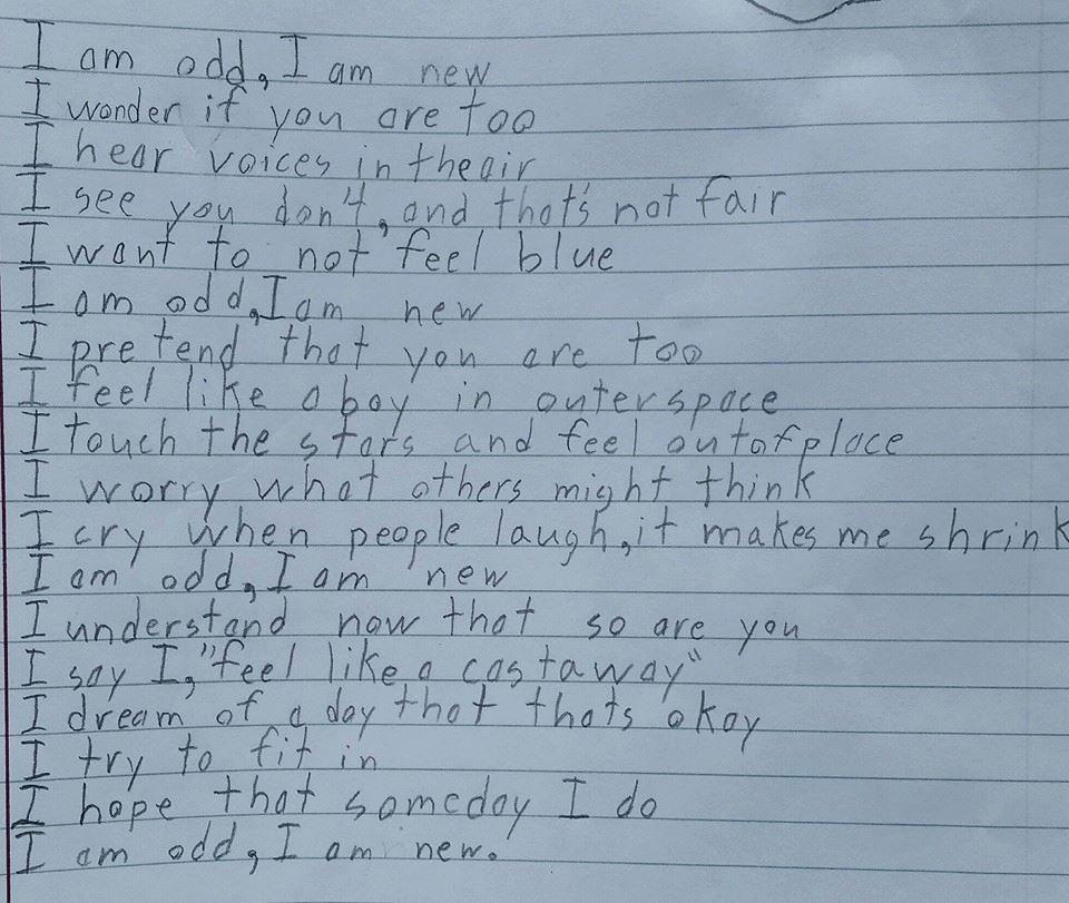 """Otizmli Bir Çocuğun Yazdığı Şiir: """"Ben Tuhafım, Ben Yeniyim"""""""