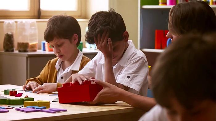 Görme Engelli Çocuklar İçin Okumayı Öğrenmenin Eğlenceli Bir Yolu: Braille Lego Parçaları, İLK EVİN - Özel Eğitim ve Rehabilitasyon Merkezi