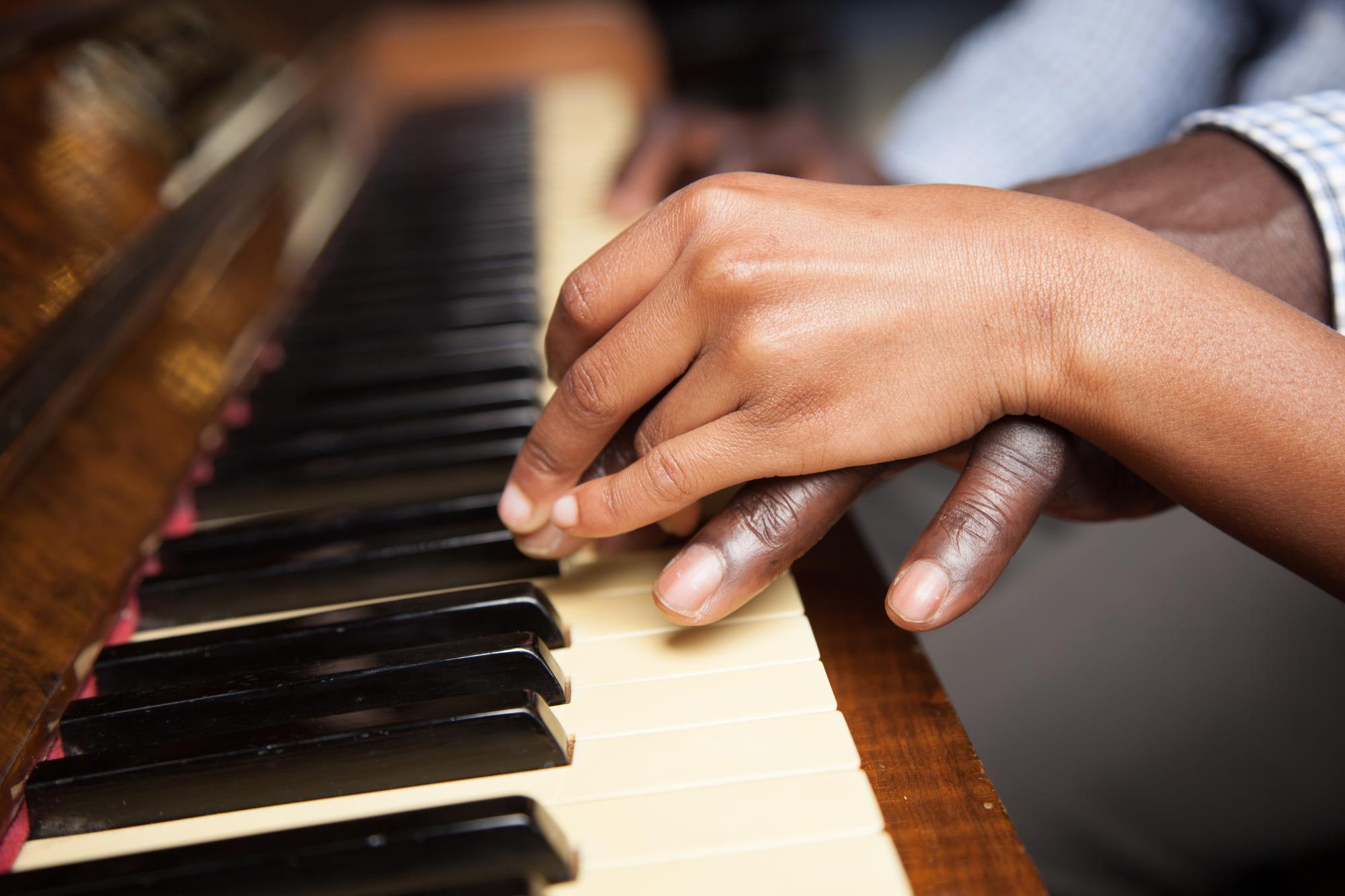 İLK EVİN - Müzikli Eğitim