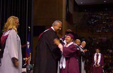 Liseden mezun olan down sendromlu genç diplomasını dans ederek aldı